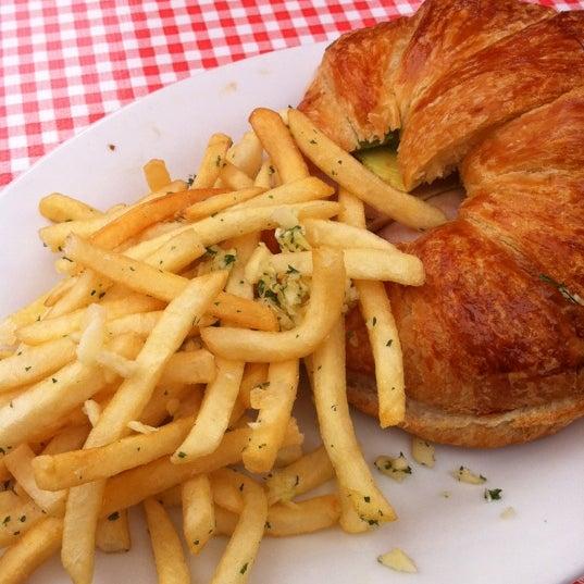 Photo taken at Parkside Cafe by Jonny A. on 8/21/2011