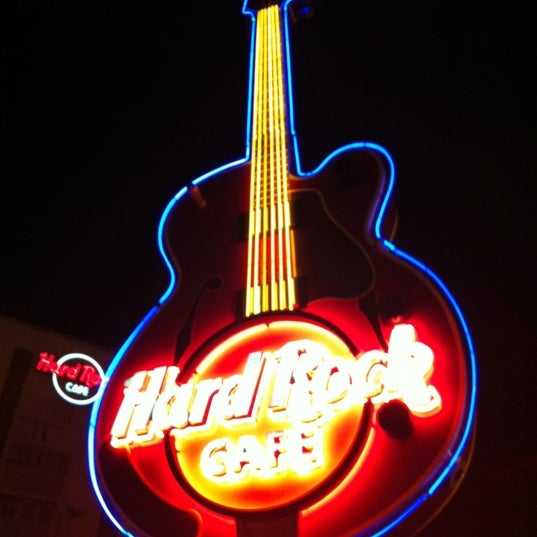 Photo taken at Hard Rock Cafe Nashville by Johan on 3/7/2012