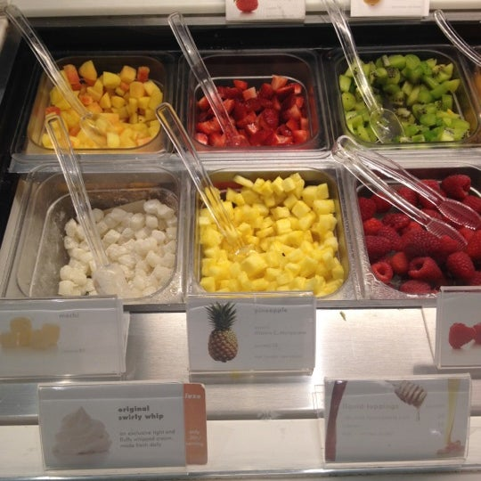 Photo taken at Pinkberry by Elizabeth H. on 5/25/2012