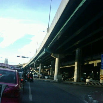 Photo taken at แยกสุทธิสาร (Sutthisan Intersection) by Tonga T. on 8/23/2011