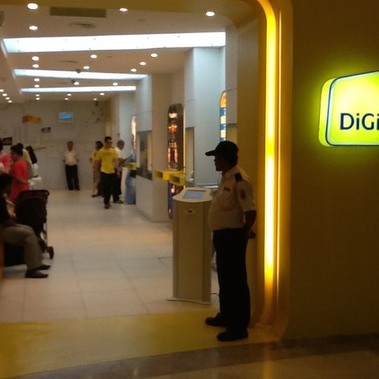 Photo taken at DiGi Center by RIZUAN M. on 3/28/2012