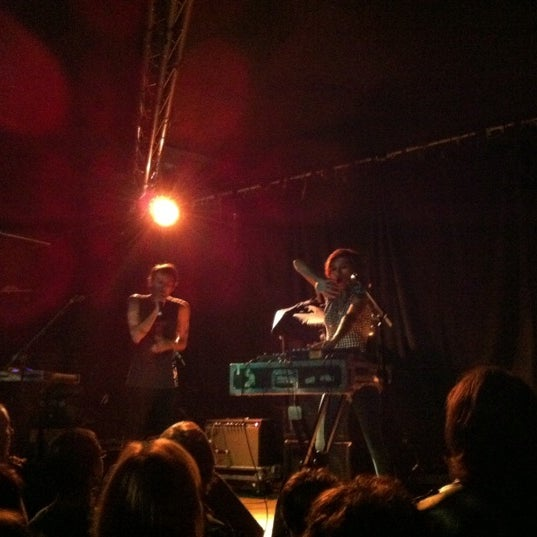 Photo taken at Hoxton Square Bar & Kitchen by Sheen Y. on 9/13/2011