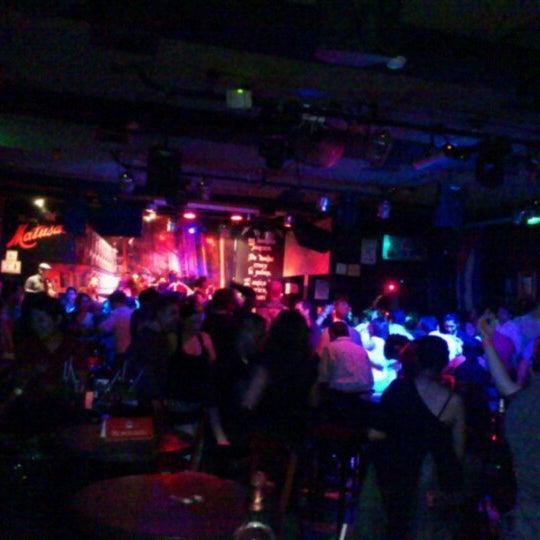 Club nocturno escoltas azotar