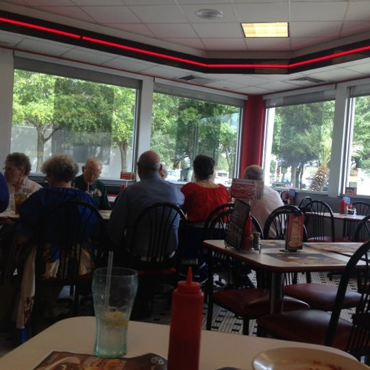 Photo taken at Steak 'n Shake by Brianna W. on 8/29/2012