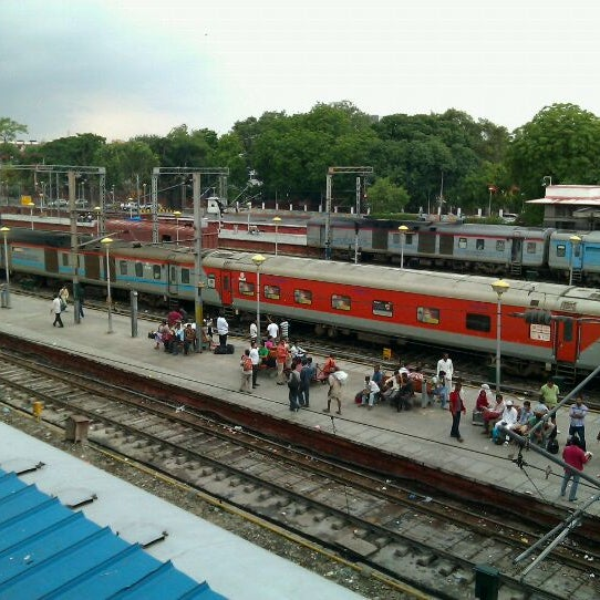 Photo taken at New Delhi Railway Station (NDLS) by Nitin S. on 8/15/2011