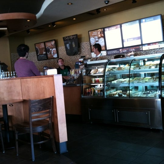 Photo taken at Starbucks by Deivid R. on 1/27/2011