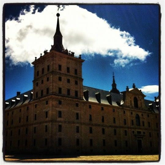 Photo taken at Monasterio de San Lorenzo de El Escorial by Javier L. on 4/15/2012