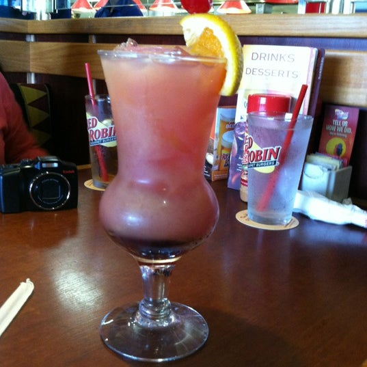 Photo taken at Red Robin Gourmet Burgers by Jenn L. on 6/7/2012