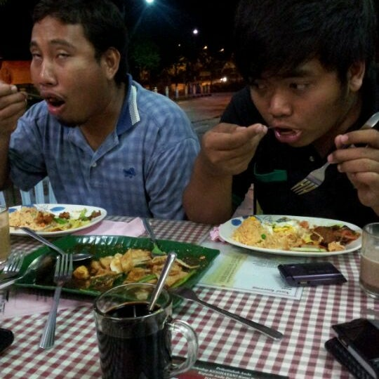 Photo taken at Restoran Anjung Seri by Fine A. on 12/4/2011