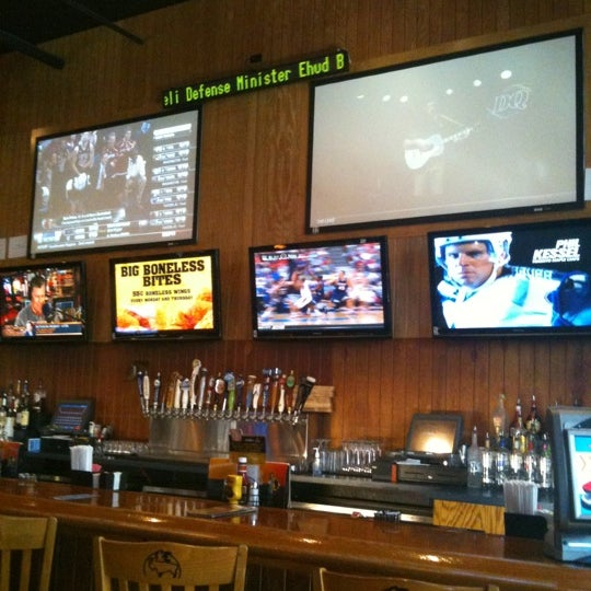 Photo taken at Buffalo Wild Wings by Bryan E. on 3/18/2011