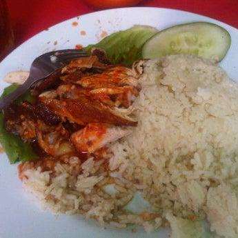 Photo taken at Restoran Warisan Maju by Li Y. on 12/13/2011