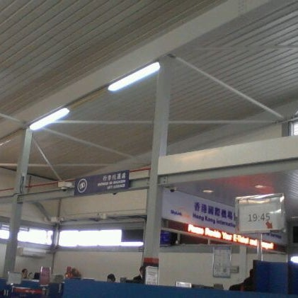 Photo taken at Taipa Ferry Terminal | Terminal Marítimo de Passageiros da Taipa | 氹仔客運碼頭 by Darwis Y. on 1/26/2012