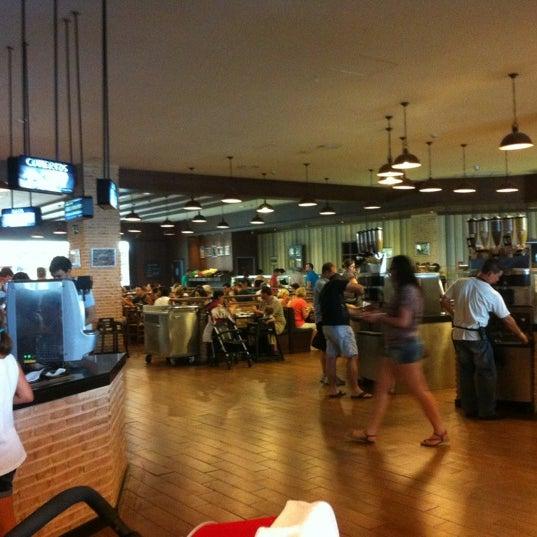 Photo taken at Muerde la Pasta by Ramon A. on 7/7/2012