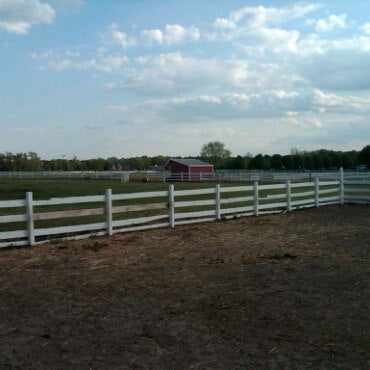 Photo taken at Oakshade Stables by Syd A. on 5/8/2011
