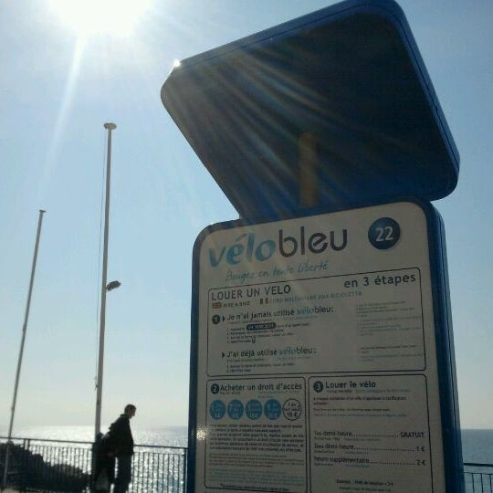 Photo taken at Vélo Bleu (Station No. 22) by Iarla B. on 2/28/2012