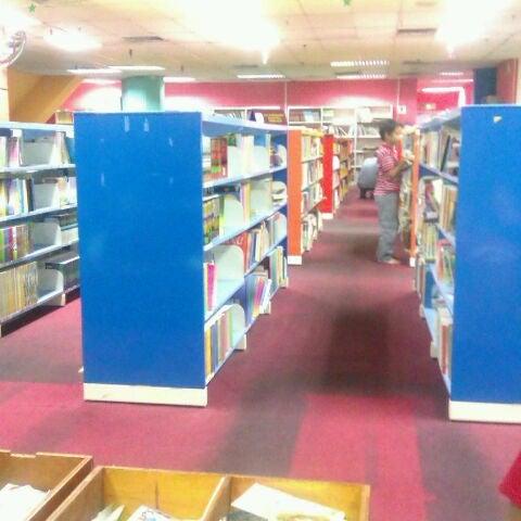 Photo taken at National Library (Perpustakaan Negara) by Mash N. on 11/13/2011