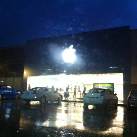Photo taken at Apple Store, Friendly Center by Mea G. on 7/10/2012