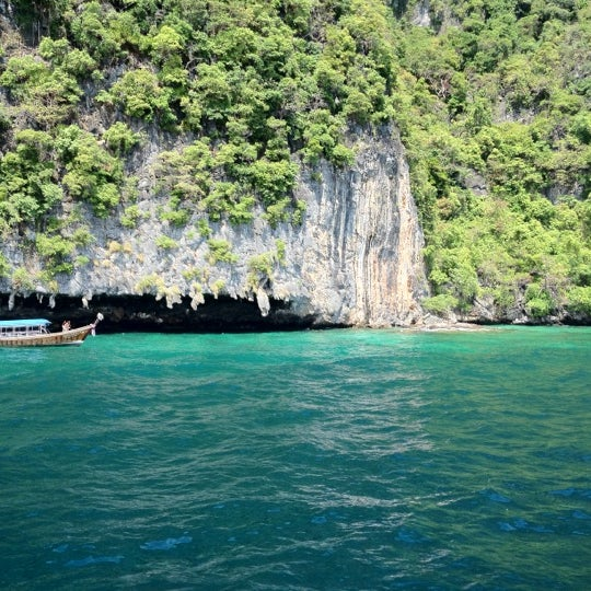 Photo taken at เกาะพีพีดอน (Koh Phi Phi Don) by David H. on 4/6/2012