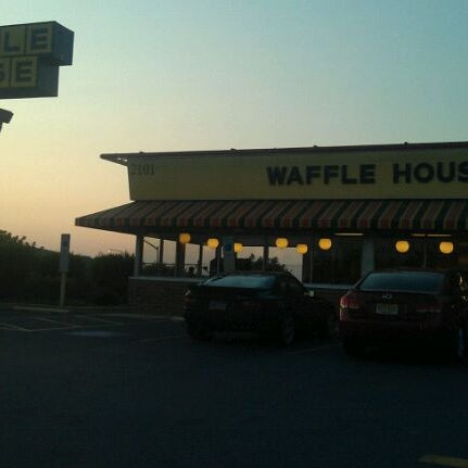 Photo taken at Waffle House by Keith W. on 7/20/2011