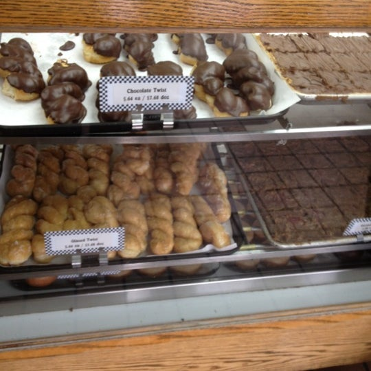 Photo taken at Long's Bakery by Nainse T. on 8/17/2012