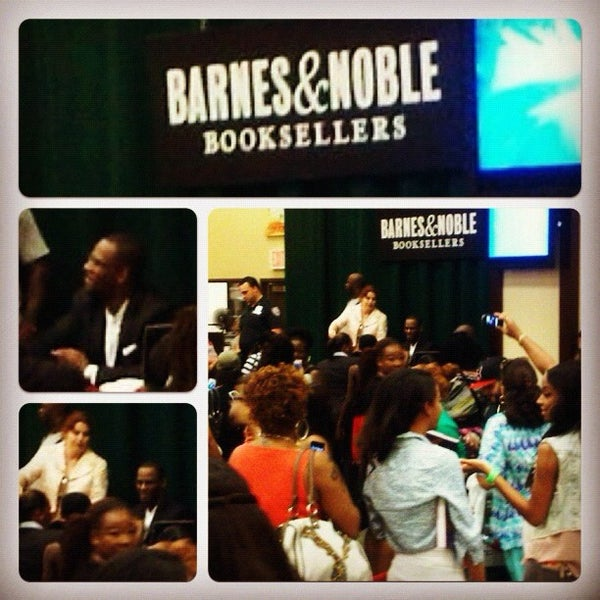 Photo taken at Barnes & Noble by Christina E. on 8/11/2012