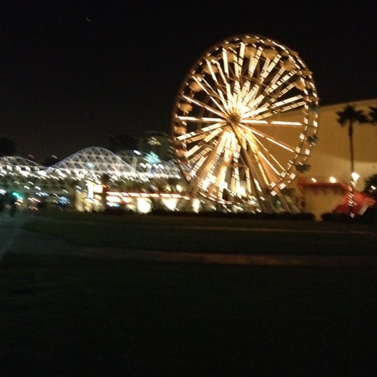 Photo taken at Ferris Wheel At The Pike by Lora L. on 8/11/2012