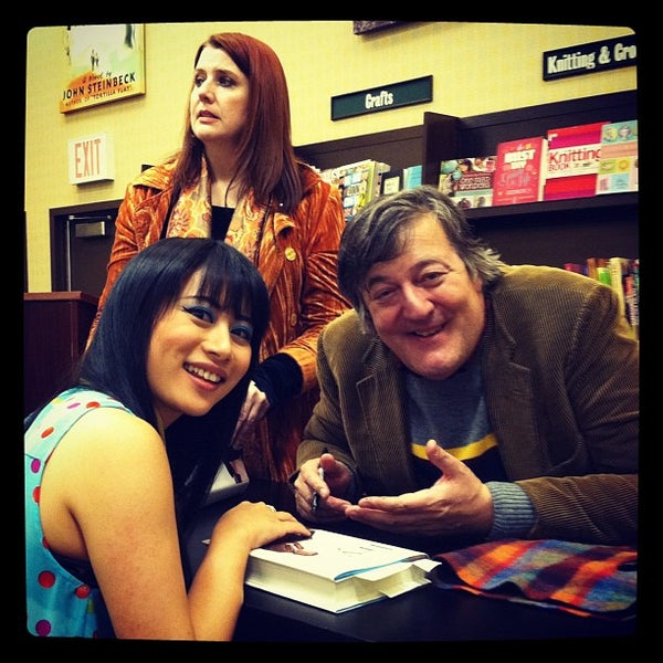 Photo taken at Barnes & Noble by Alice Q. on 1/25/2012