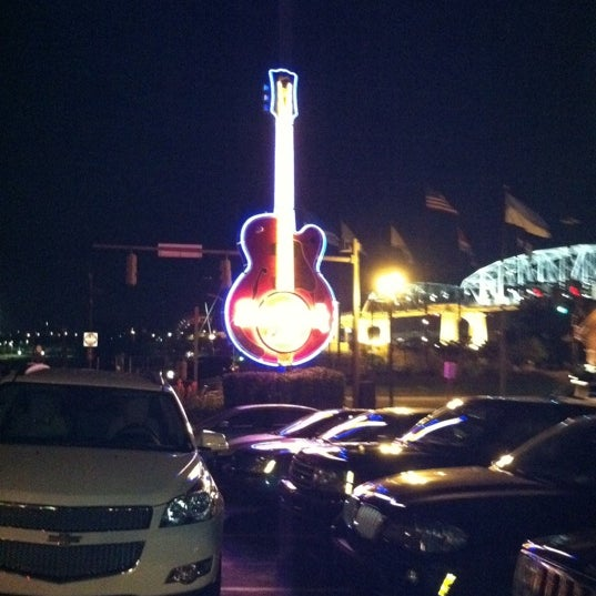 Photo taken at Hard Rock Cafe Nashville by Tommy P. on 8/21/2011