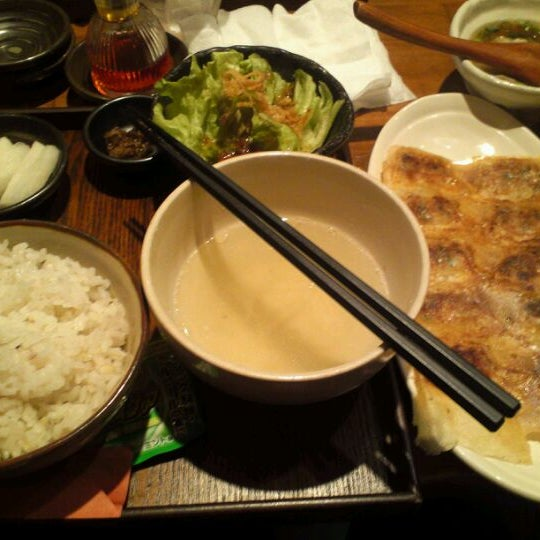 Photo taken at 赤坂ちびすけ 新宿店 by Clockwork S. on 5/25/2012
