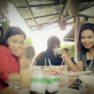 Photo taken at Restoran Sambal Hijau by Sue M. on 3/14/2012