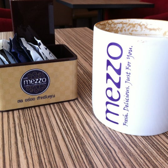 Photo taken at Mezzo (เมซโซ่) by Koy C. on 2/24/2012