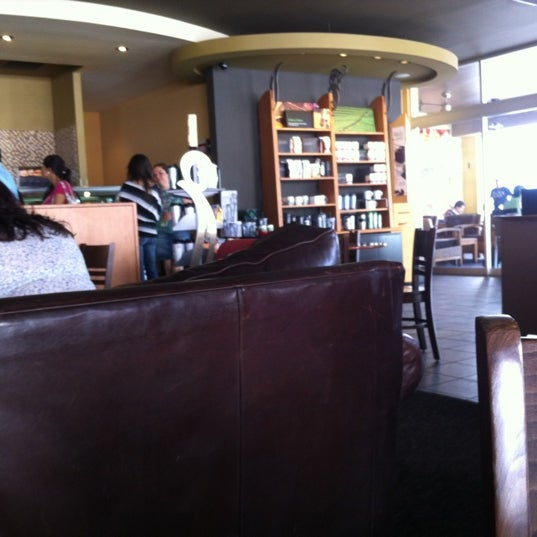 Photo taken at Starbucks by Alfredo L. on 5/25/2012