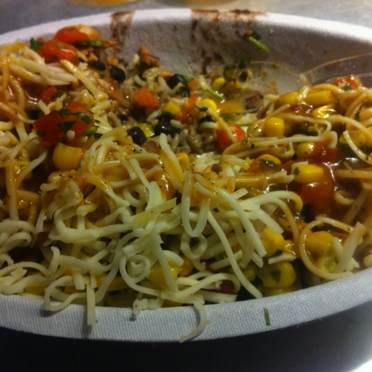 Photo taken at Chipotle Mexican Grill by Marcarthur A. on 8/30/2012