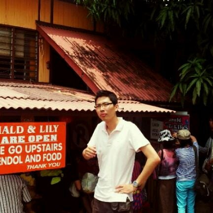 Photo taken at Donald & Lily Nyonya Food by Owen S. on 3/17/2012