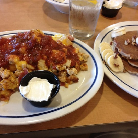 Photo taken at IHOP by Leo F. on 9/12/2012