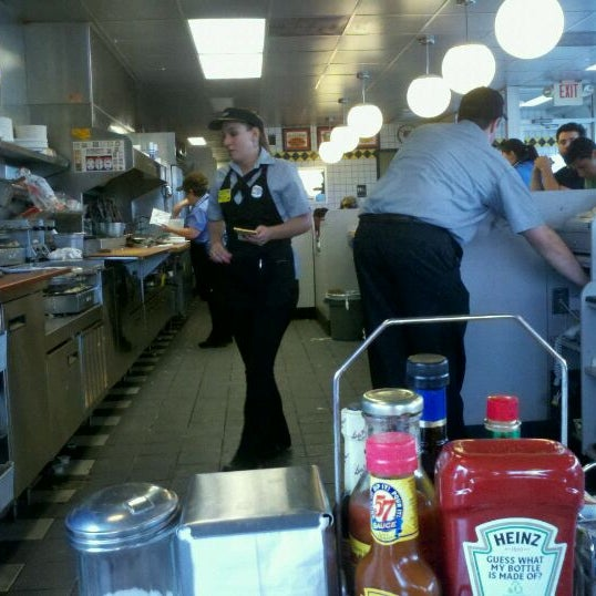 Photo taken at Waffle House by Yvonne H. on 9/5/2011