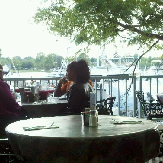 Photo taken at Phillips Seafood by Yvonne D. H. on 4/20/2012