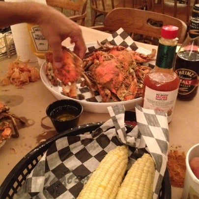 Photo taken at Phillips Seafood by Angela Ma. A. on 7/31/2012