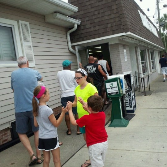 Photo taken at Long's Bakery by Stephanie H. on 8/4/2012