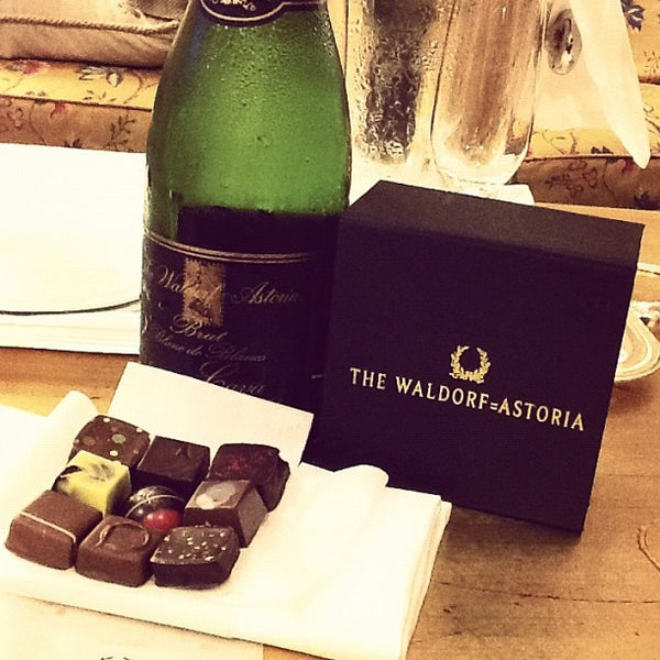Photo taken at Waldorf Astoria New York by Jannie on 9/6/2012