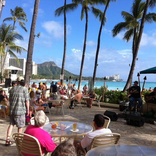 Photo taken at Duke's Waikiki by Barry B. on 3/25/2012