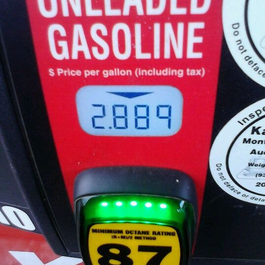 Photo taken at Kroger Fuel Center by Jesika s. on 12/29/2011