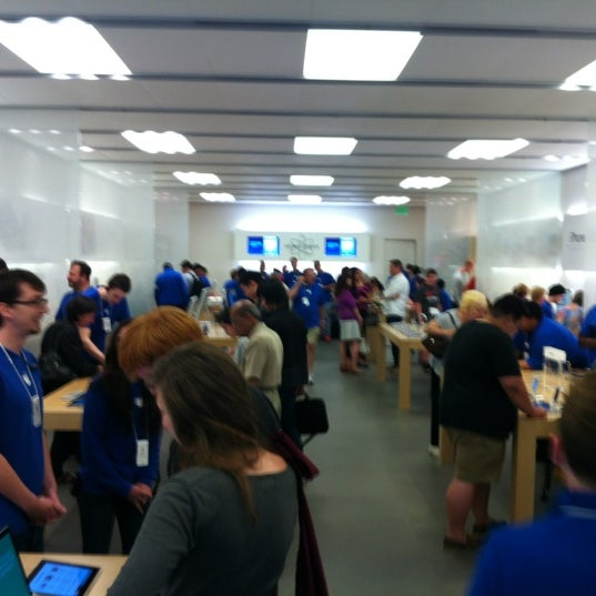 Photo taken at Apple Bellevue Square by DF (Duane) H. on 7/30/2012