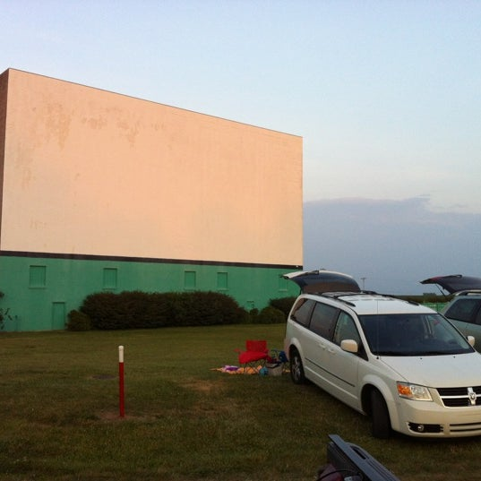 Photo taken at Holiday Drive In Theater by Holly on 6/16/2012