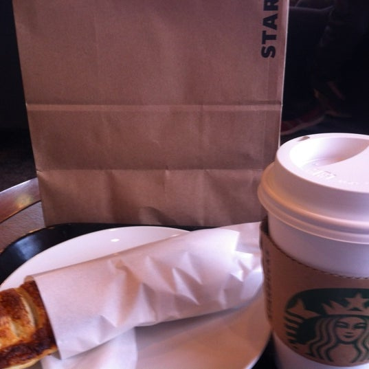 Photo taken at Starbucks Coffee ひたち野うしく店 by Sho-chang on 3/5/2012