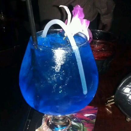Photo taken at Blue Martini Brickell by kimberly b. on 8/25/2012