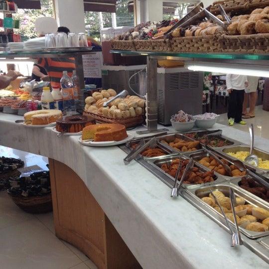 Photo taken at Paris Confeitaria e Café by Leonardo Z. on 5/26/2012