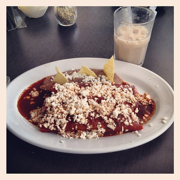 Photo taken at Pozole y Tacos Regios by Lalo Z. on 9/3/2012
