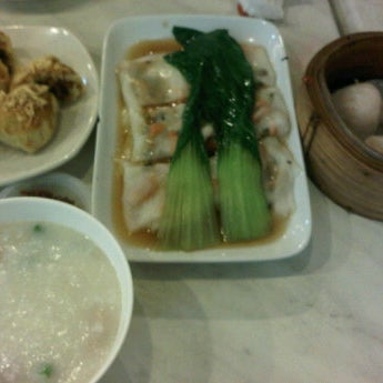 Photo taken at Restoran Tom's Dim Sum by fooEvie on 5/6/2012