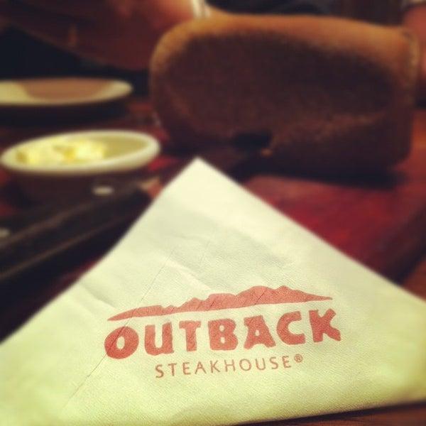 Foto tirada no(a) Outback Steakhouse por Luciano S. em 2/13/2012